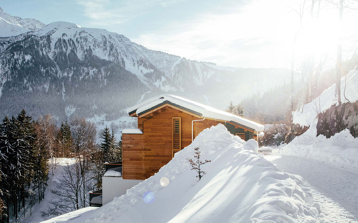 Le Chalet Mont Blanc Chamonix, the chalet in winter with fresh snow